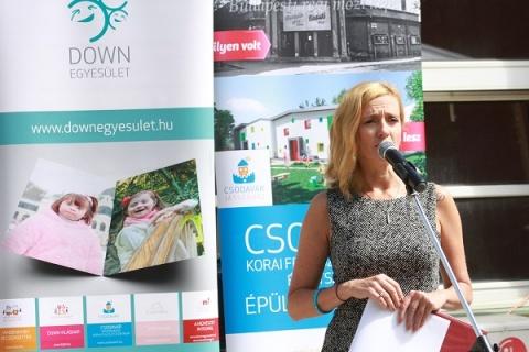 Megnyitottuk az ünnepséget: Kovács Henrietta, a Down Egyesület adományszervezője