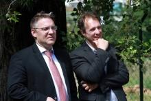 Jó hangulatban: Joerg Bauer a GE Magyarország elnöke és Füzesy Tamás a Down Egyesület operatív vezetője