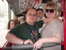 Gyurcsival buszon utazás közben, útban a Vatikáni Rádióban töltött délelőtti programra.